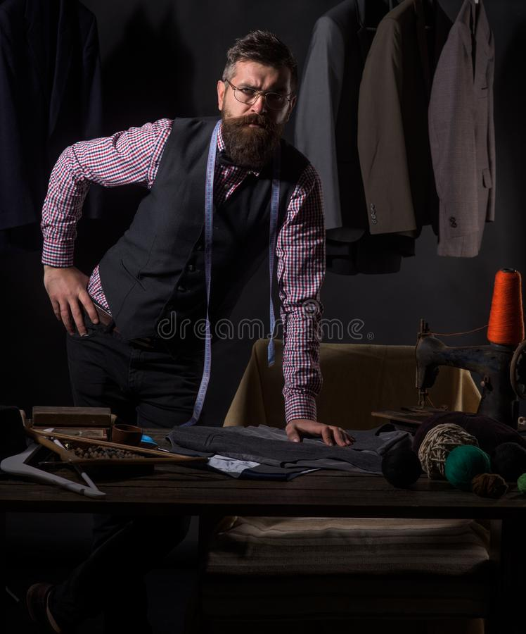 Ik houd van mijn baan Bedrijfskledingscode handmade retro en moderne het maken workshop het naaien mechanisatie kostuumopslag en royalty-vrije stock afbeeldingen
