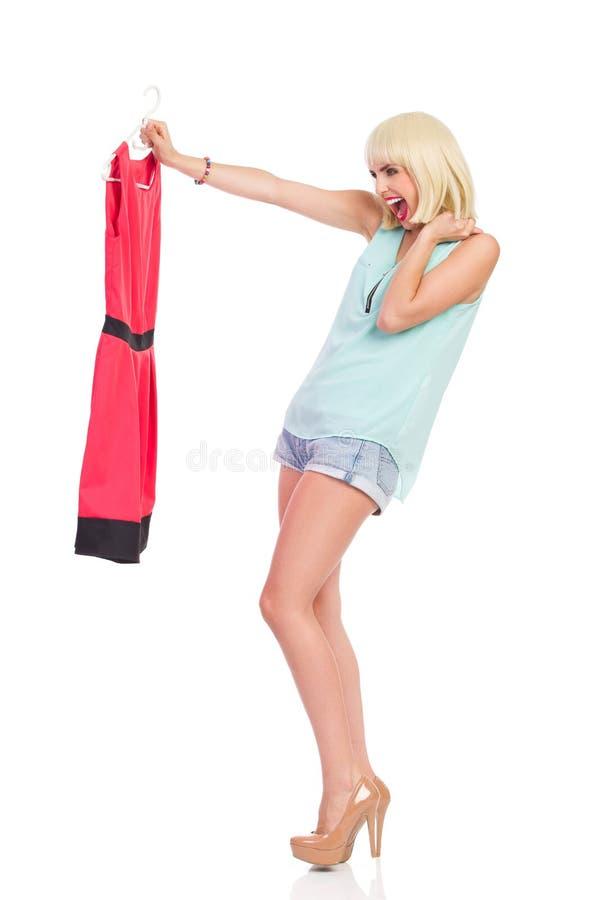 Ik houd van mijn nieuwe rode kleding royalty-vrije stock foto's