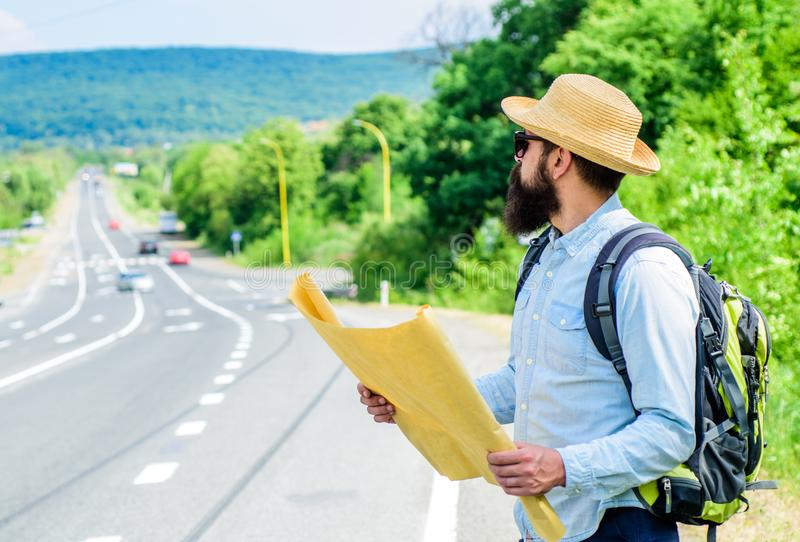Ik word verloren op mijn manier Toeristen backpacker kaart het verloren richting reizen Rond de Wereld Vind het grote blad van de stock foto