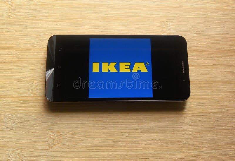 IKEA lagerapp på smartphonen royaltyfria bilder