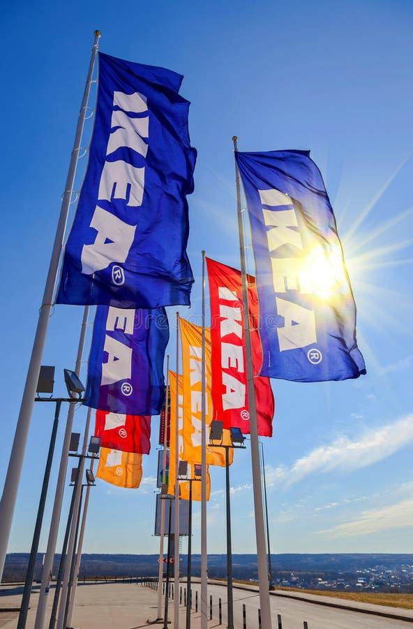 IKEA sjunker mot himmel på IKEA Samara Store arkivfoto