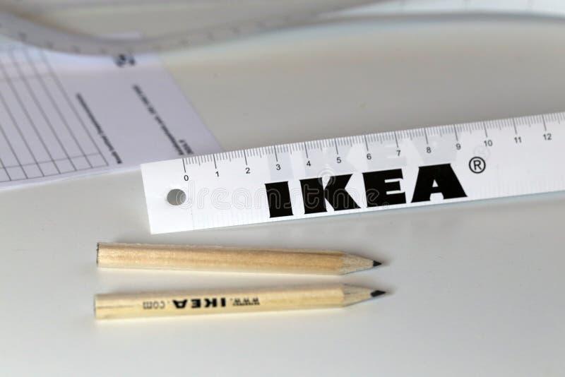 Ikea A Stigmatise Des Crayons Et D Autres Objets Sur Un Tableau Blanc Image Stock Editorial Image Du Tableau Autres 155550069
