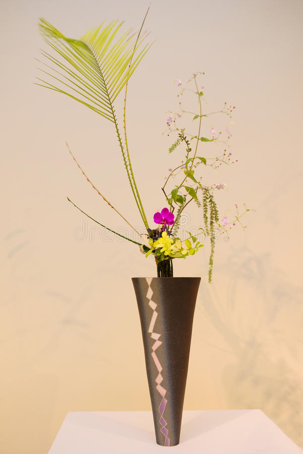 Ikebana centro de flores foto de archivo