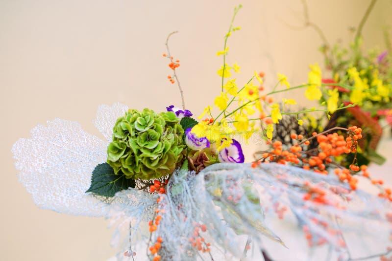 Ikebana centro de flores imágenes de archivo libres de regalías