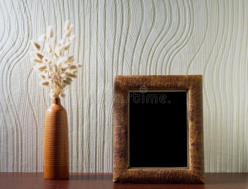 Ikebana e foto-frame do vintage fotografia de stock