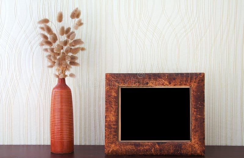 Ikebana en uitstekend foto-kader stock afbeelding