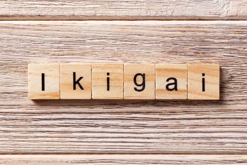 Ikigai-Wort geschrieben auf hölzernen Block ikigai Text auf Tabelle, Konzept stockfotos