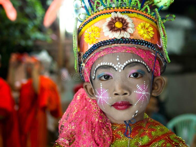 Iklädda traditionella dräkter för thailändsk pojke i Chiang Mai, Thailand royaltyfri fotografi