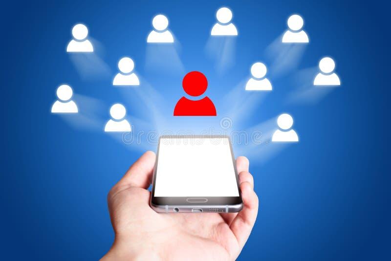 Ikone des Sozialen Netzes Handy auf blauem Hintergrund lizenzfreie stockfotografie