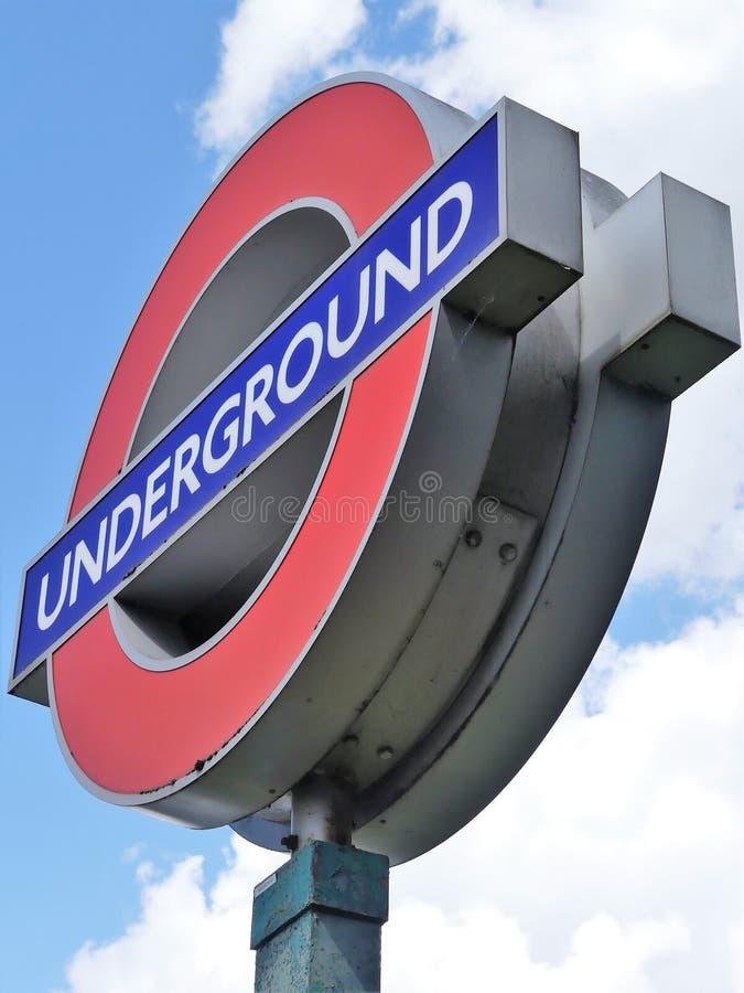 Ikonenhaftes London-Untertage-roundel Zeichen stockfotografie