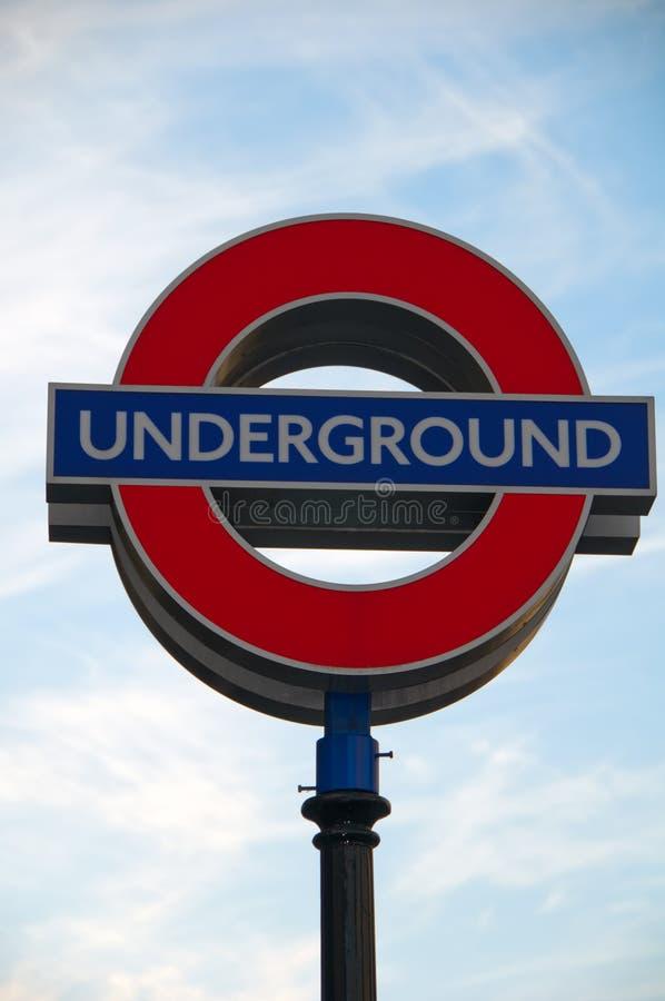 Ikonenhaftes London-Untertagezeichen lizenzfreies stockbild