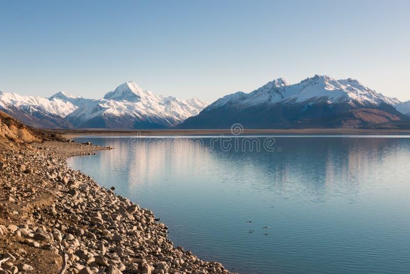 Ikonowa góra Nowa Zelandia Aoraki Pukaki przy wschodem słońca i jezioro zdjęcie royalty free