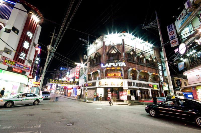 Iksan (el Sur Corea) en la noche imagen de archivo