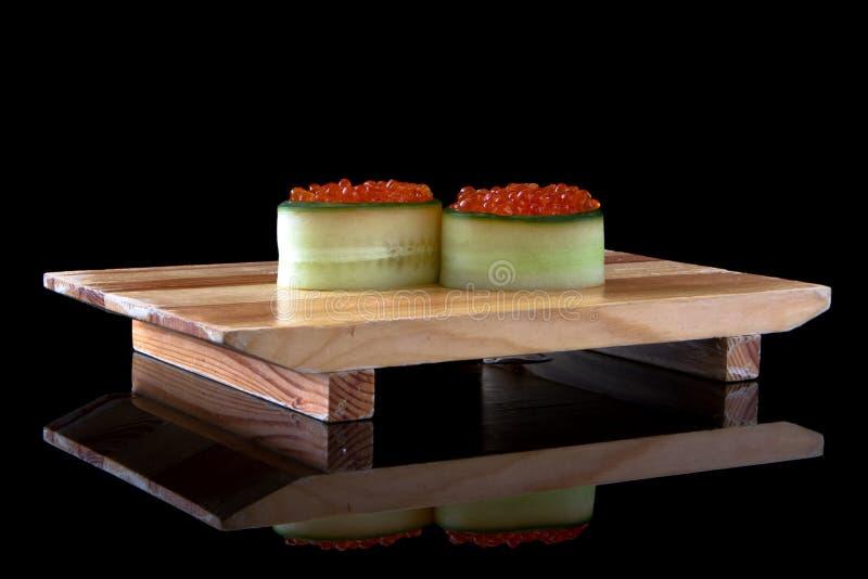 Ikura gunkan del sushi fotos de archivo
