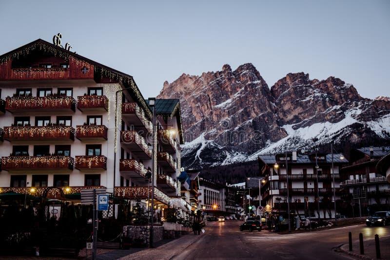 Il ` Ampezzo di Ski Resort Cortina D nelle dolomia nell'inverno fotografia stock