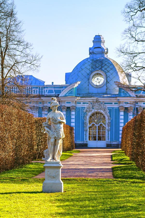 Il Apollo Sculpture dans Tsarskoye Selo pavillon photos libres de droits