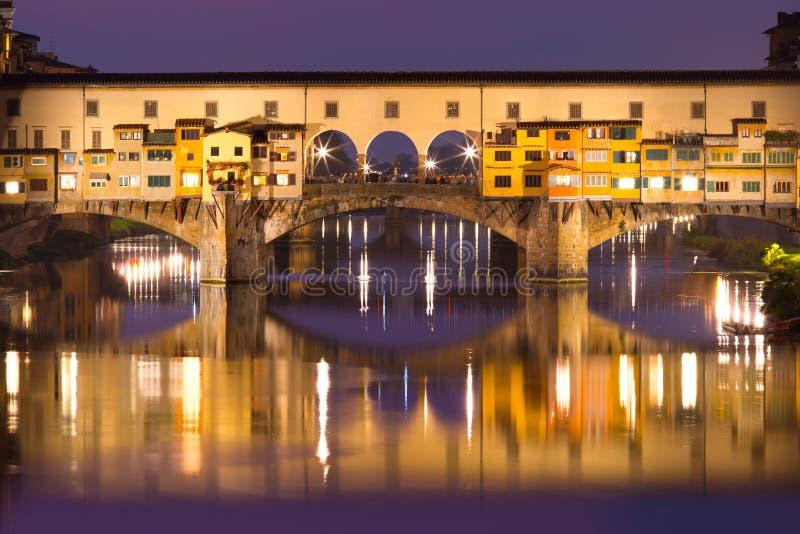 Il Arno e Ponte Vecchio a Firenze, Italia fotografie stock libere da diritti
