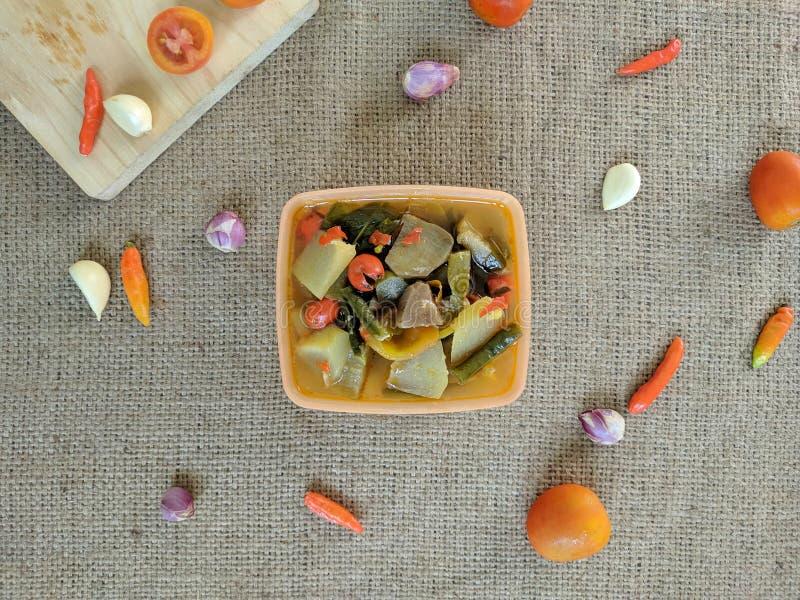 Il asem di Sayur o il asam del sayur è una minestra di verdura asiatica sudorientale che proviene dall'Indonesia fotografia stock libera da diritti