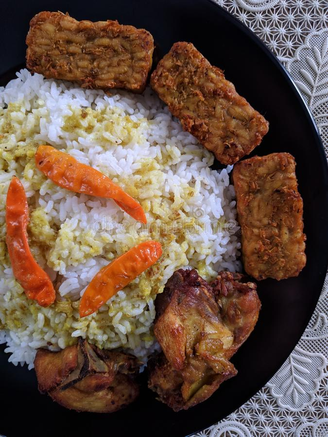 Il ayam di Nasi o il riso del pollo è culinario domestico indonesiano fotografia stock libera da diritti