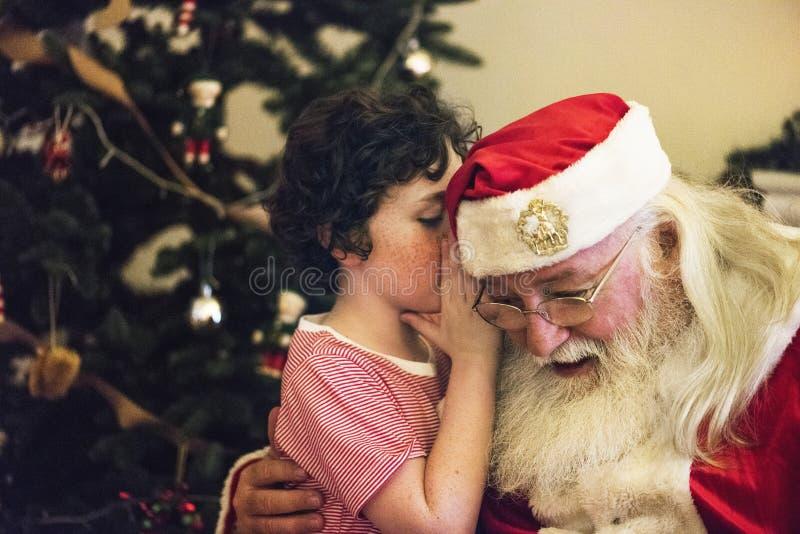 Il Babbo Natale e ragazzino fotografie stock