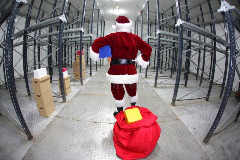 Il Babbo Natale ritardato che prepara per il natale immagine stock