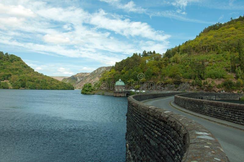 Il bacino idrico della valle di slancio nell'estate di Galles, Regno Unito fotografia stock