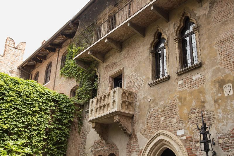 Il balcone famoso di Juliet e di Romeo, Verona immagine stock