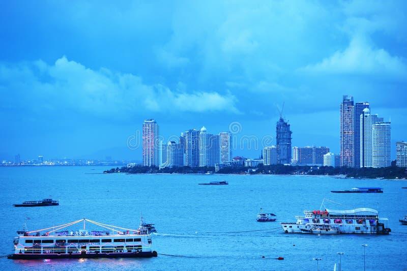 Il Bali Hai Pier e grattacieli nel tempo crepuscolare luglio 27,2016 a Pattaya immagini stock libere da diritti