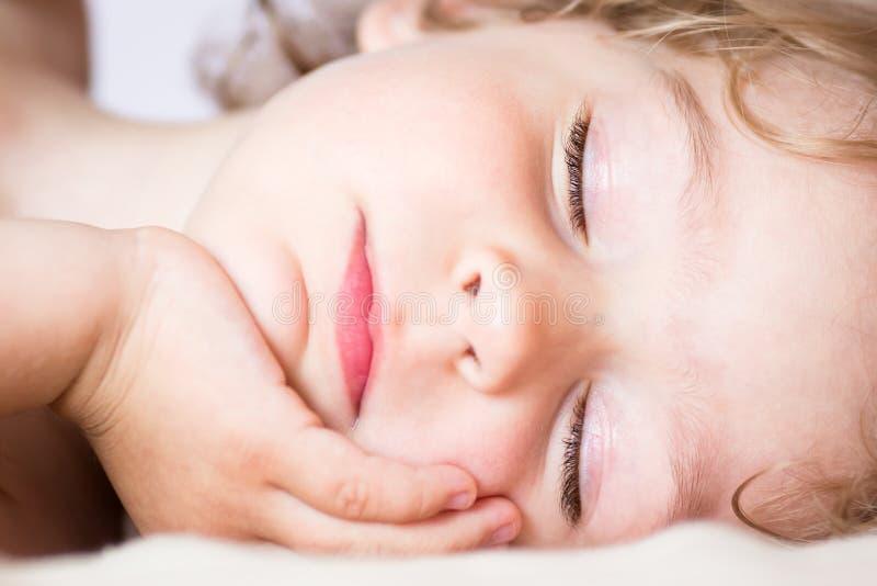 Il bambino addormentato immagini stock libere da diritti