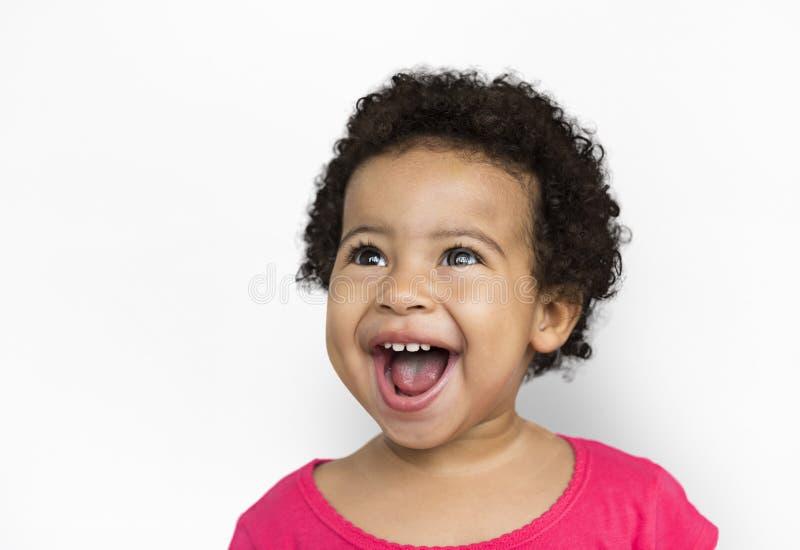 Il bambino allegro si diverte il concetto sorridente immagine stock libera da diritti