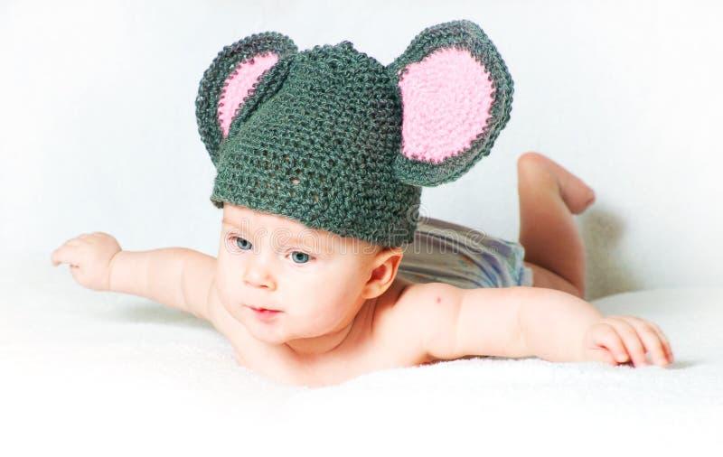 Il bambino in modo divertente - un piccolo mouse immagine stock libera da diritti