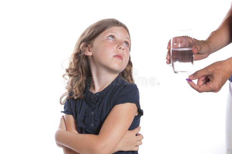 Il bambino non catturerà la pillola immagini stock libere da diritti
