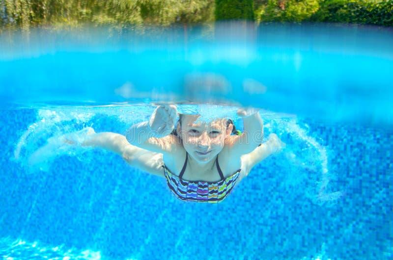 Download Il Bambino Nuota In Stagno Underwater Immagine Stock - Immagine di swimmer, people: 56889471