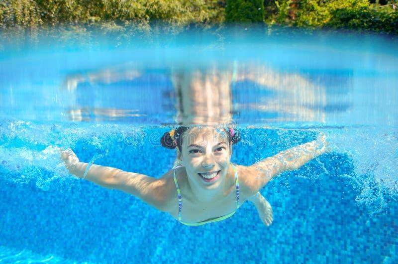 Download Il Bambino Nuota In Stagno Underwater Immagine Stock - Immagine di swimmer, bolle: 56889733
