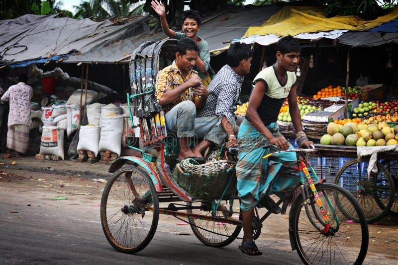 Il Bangladesh: Risciò della bicicletta fotografie stock libere da diritti