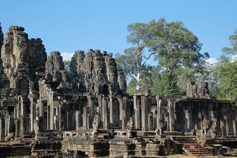 Il Bayon è un tempio khmer pienamente decorato a Angkor in Cambogia immagine stock libera da diritti