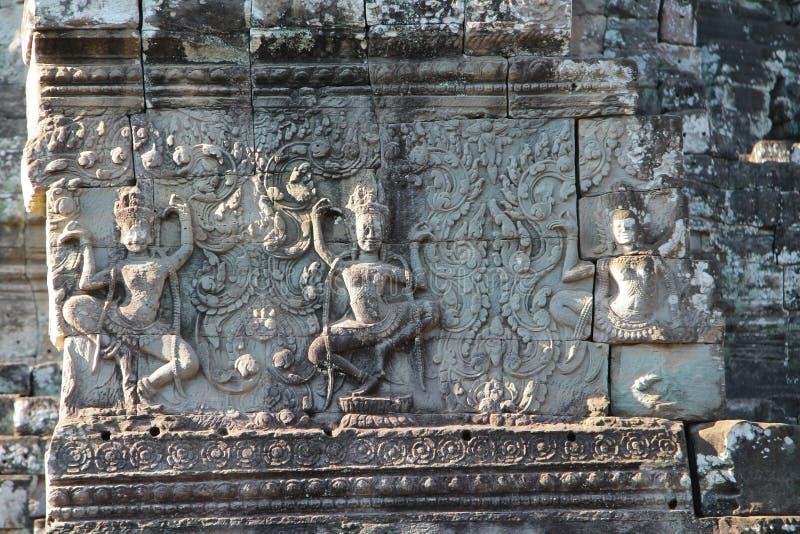 Il Bayon è un tempio khmer pienamente decorato a Angkor in Cambogia immagini stock libere da diritti