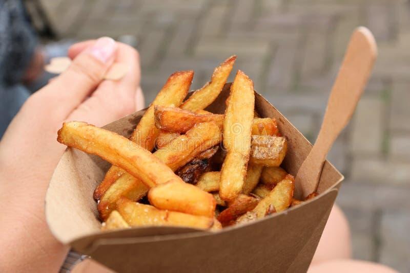 Il belga frigge l'alimento della via immagine stock