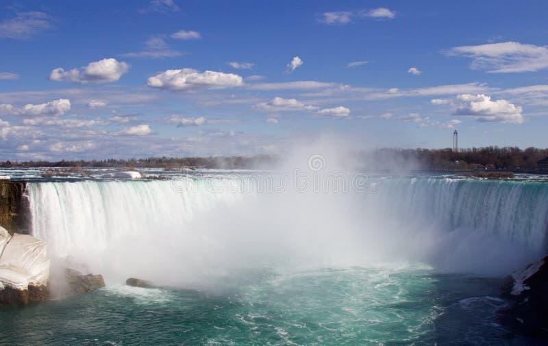 Il bello cascate del Niagara fantastico e la foschia immagine stock