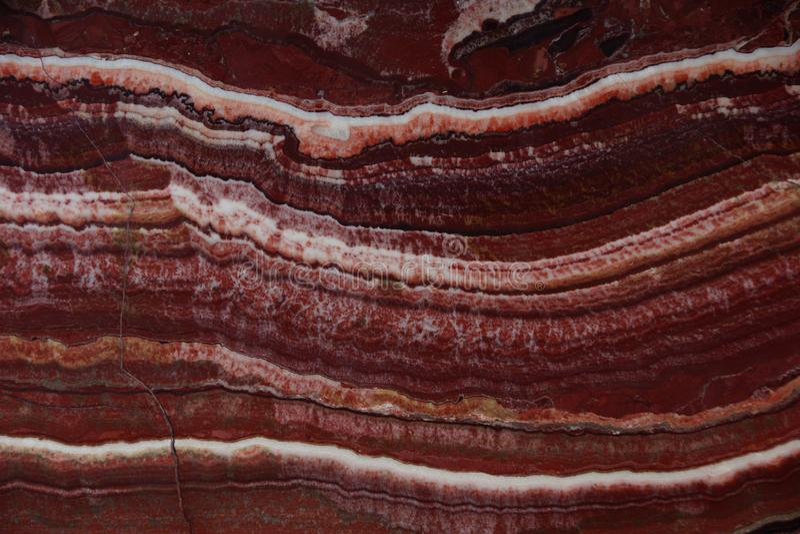 Il bello fondo dell'onyx naturale della pietra rosso con le vene bianche, ha chiamato Onice Fantastico fotografia stock