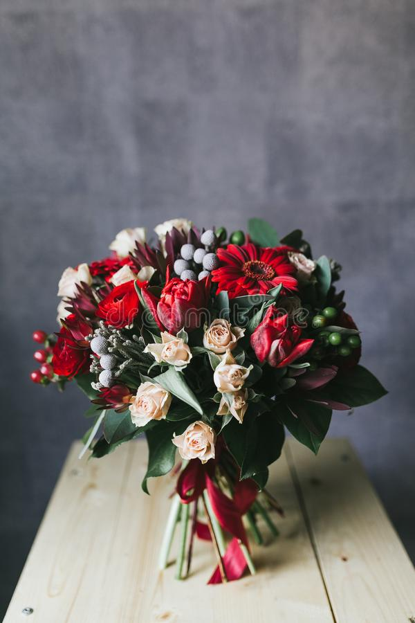 Il bello mazzo delicato dei fiori si chiude su immagine stock libera da diritti