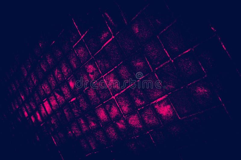 Il bello primo piano struttura le mattonelle astratte ed il fondo di vetro nero scuro della parete del modello di colore rosa e l fotografia stock libera da diritti