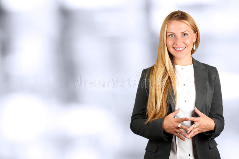 Il bello ritratto sorridente della donna di affari Gente di affari che lavora nell'ufficio fotografia stock libera da diritti