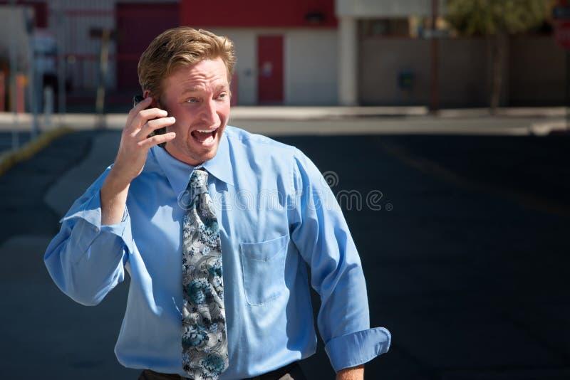 Il bello tirante comunica emozionante sul telefono delle cellule immagine stock libera da diritti