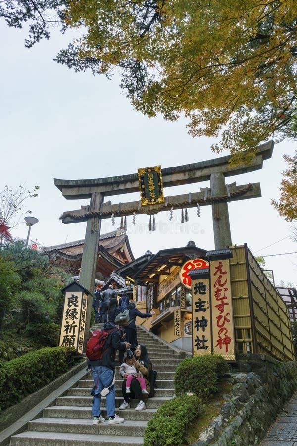 Il bello torii di Jishu-jinja fotografie stock libere da diritti