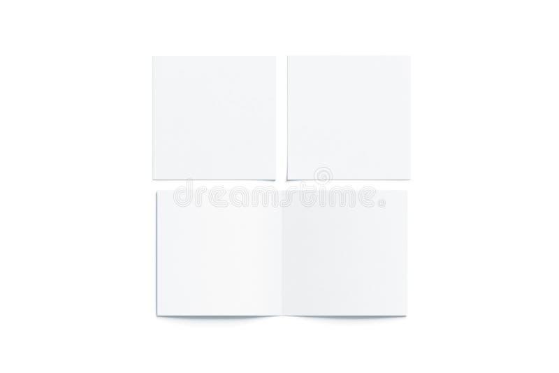 Il bianco in bianco due volta la derisione quadrata del libretto su, chiuso aperto fotografia stock libera da diritti
