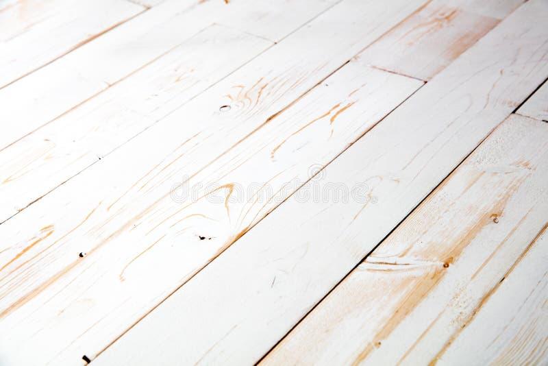 Il bianco ha dipinto la tavola di legno elegante misera del fondo per lo spazio della copia immagine stock libera da diritti
