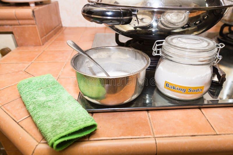 Il bicarbonato di sodio o il bicarbonato di sodio è efficace AG di pulizia sicuro fotografie stock
