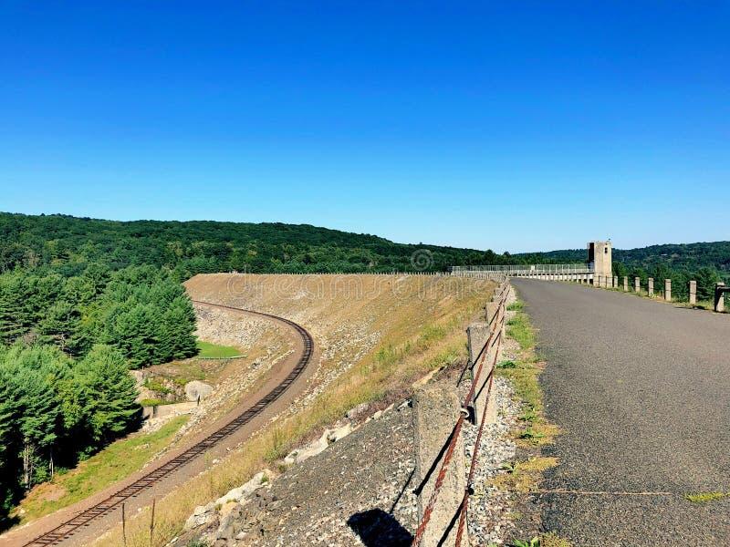 Il binario ferroviario della diga di Thomaston fotografia stock