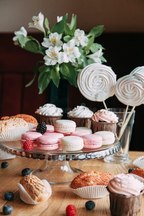 Il biscotto tenero della bacca agglutina in composizione fotografie stock